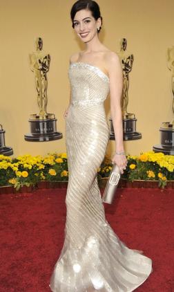 Anne Hathaway 2009 Oscars Armani