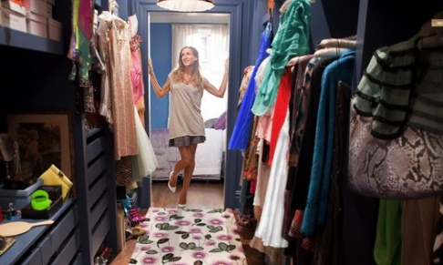 carrie-bradshaw-cleans-her-closet