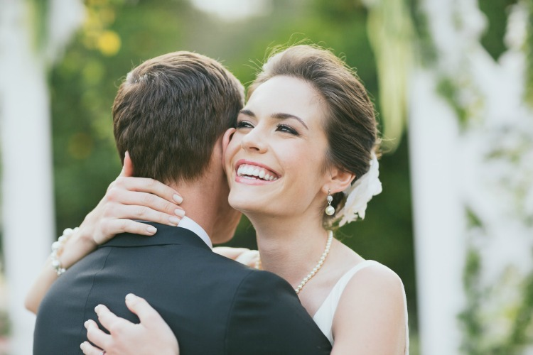 Invisalign-Wedding-First-Kiss-Smile